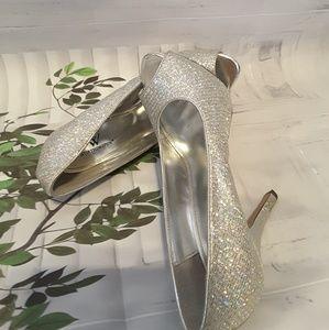 Worthington glitter silver high heel pump size 8M